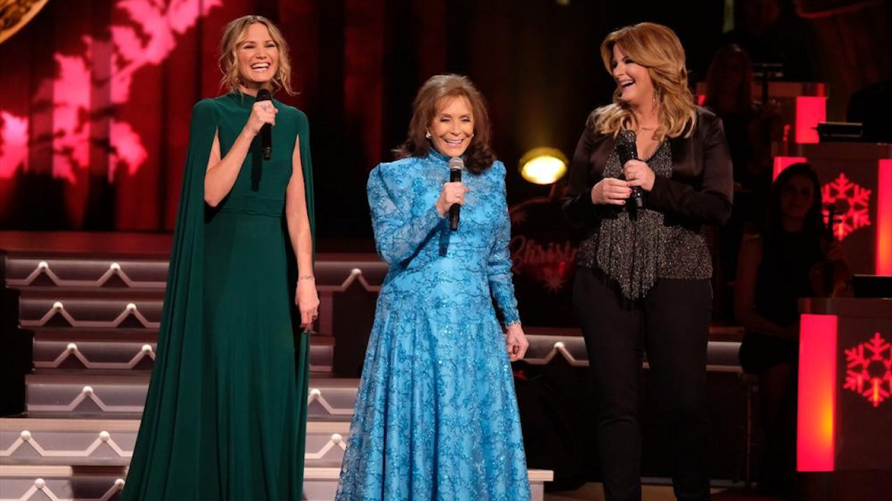 Cma Country Christmas.Jennifer Nettles Talks About Hosting Cma Country Christmas