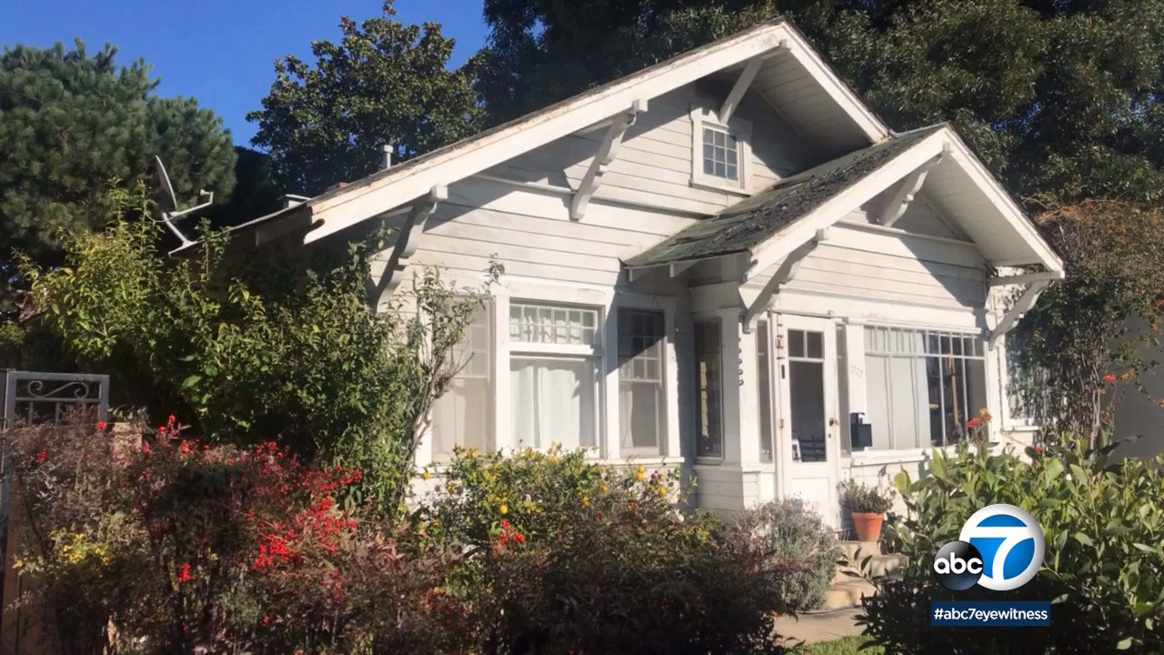 A group of 100-year-old bungalows is one step closer to being Santa Monicas newest historic landmark.