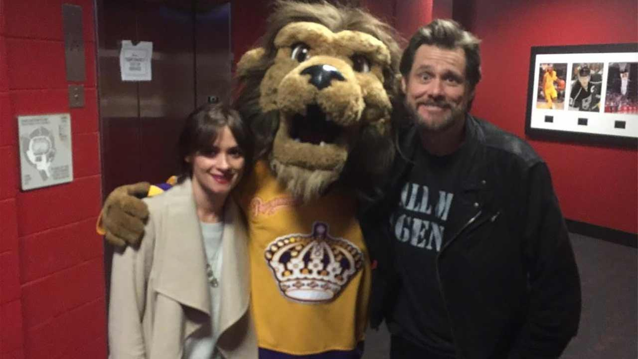 Cathriona White and Jim Carrey are seen in this photo posted on Twitter by @BaileyLAKings.