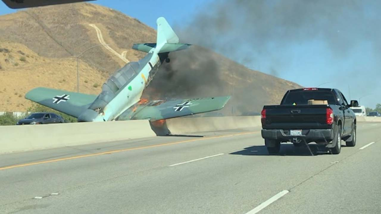 A small plane crashed on the westbound 101 in Agoura Hills on Tuesday, Oct. 23, 2018.