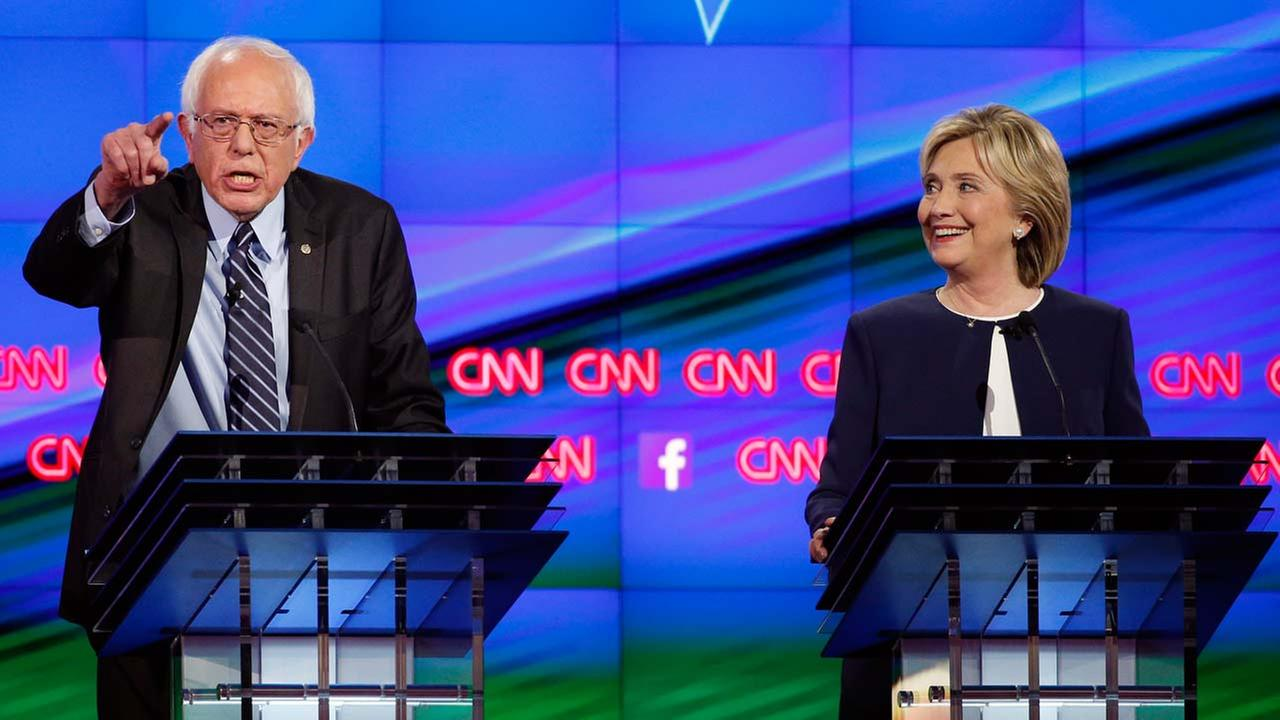 poll clinton leading sanders after first democratic debate