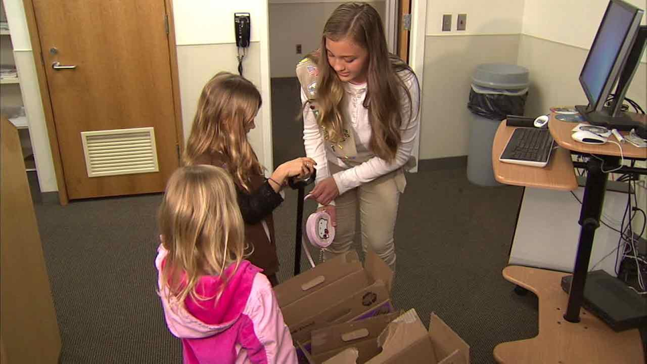 Girl Scout Maddie Bohman returns 9-year-old Juliana Rozanskis purse on Monday, March 7, 2016,  that contained Girl Scout Cookie earnings after finding it in Glendale, Calif.