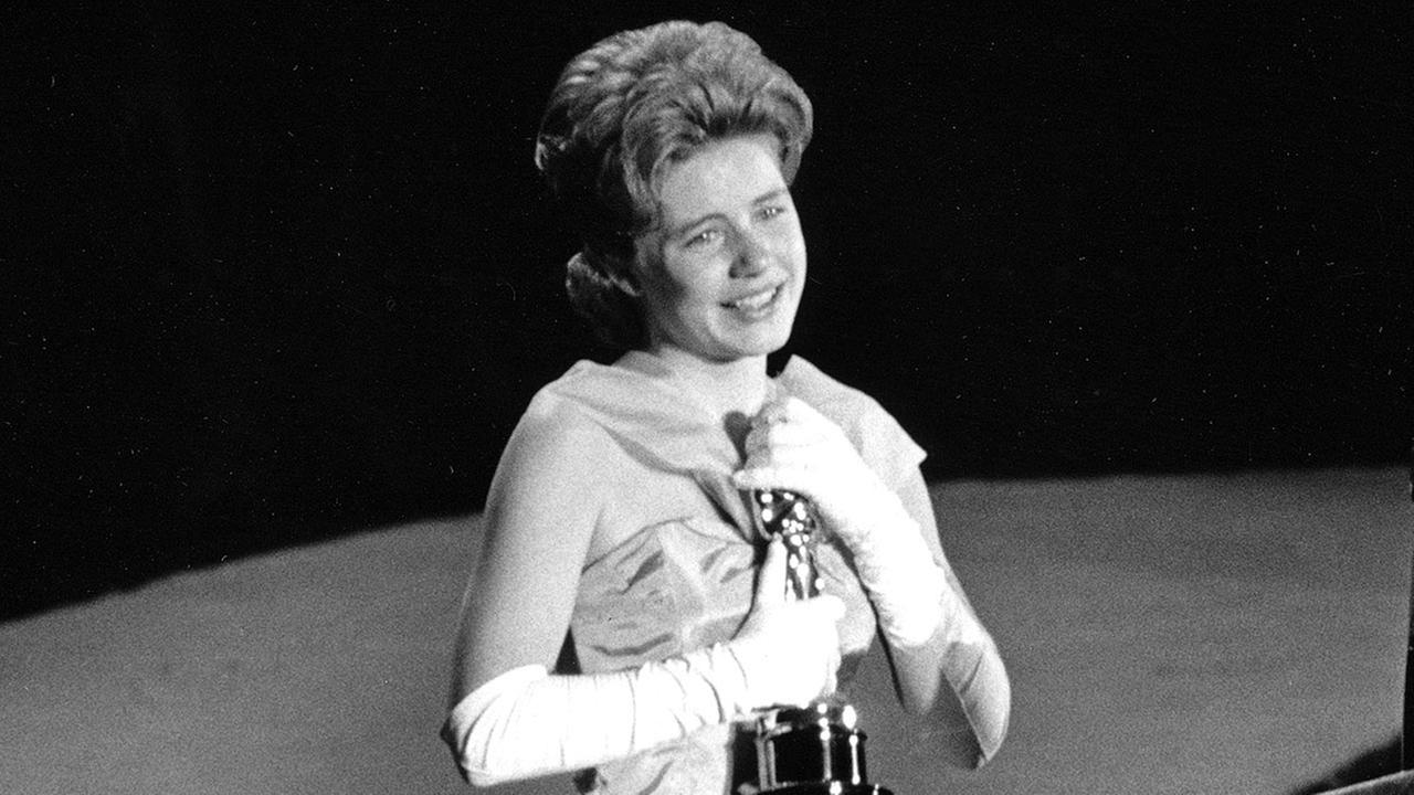 In this April 8, 1963 file photo, actress Patty Duke, 16, accepts the Oscar as best supporting actress for her work in The Miracle Worker at the annual Academy Awards.