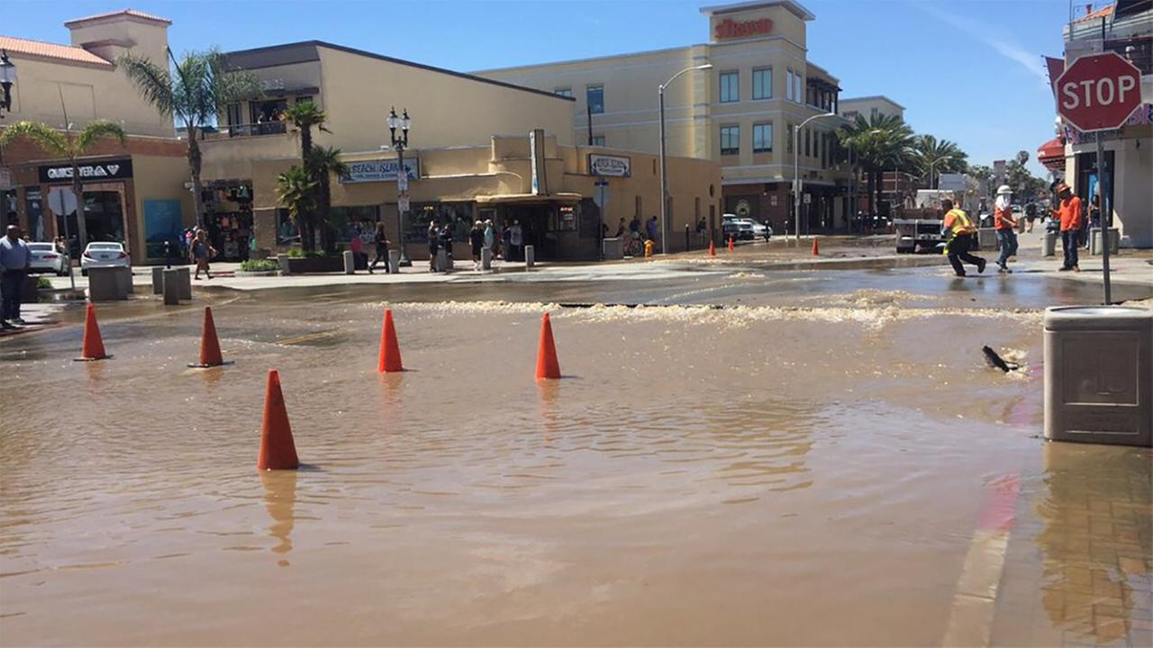 Huntington Beach Contractor Hits Water Main Flooding Street