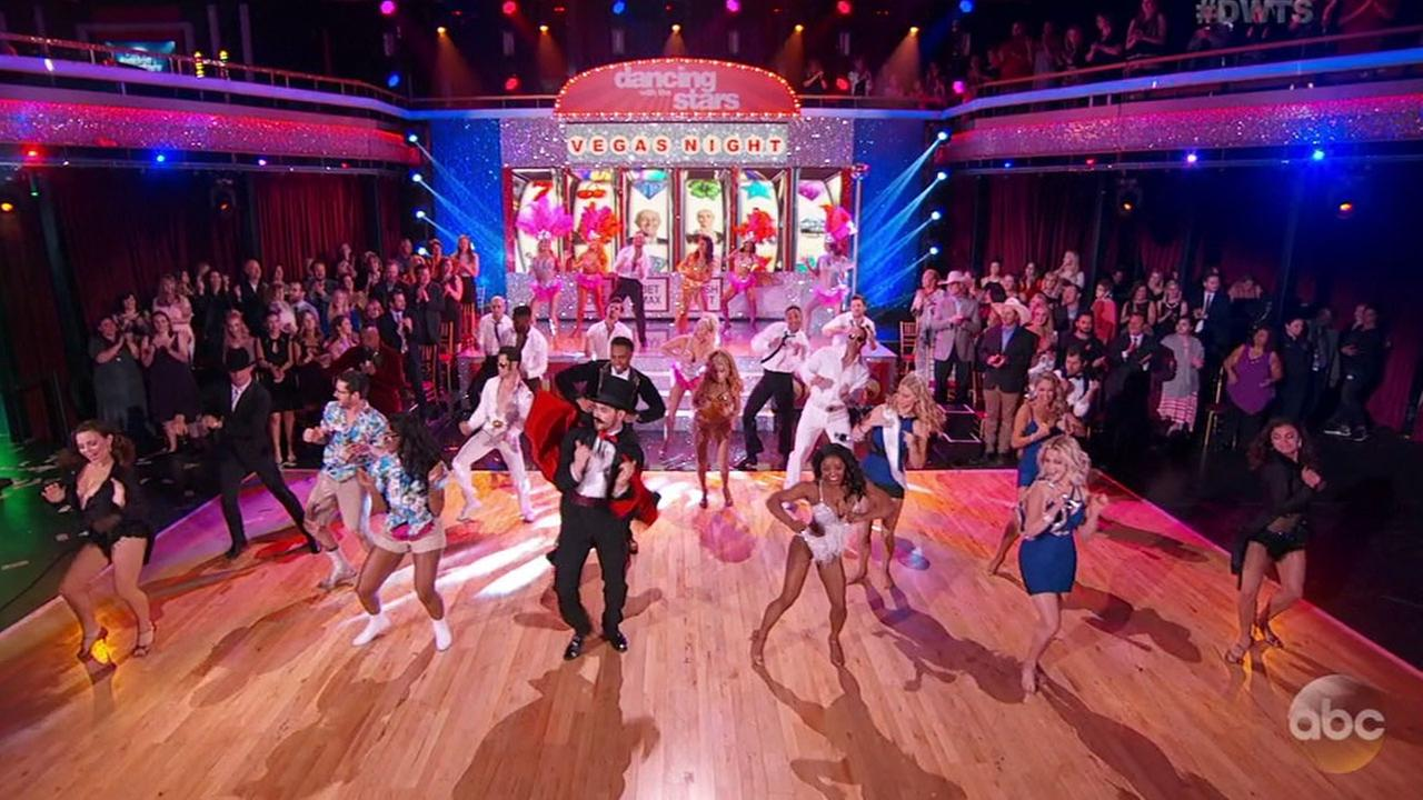 Dancing with the Stars went with a Las Vegas-themed show in week 3.