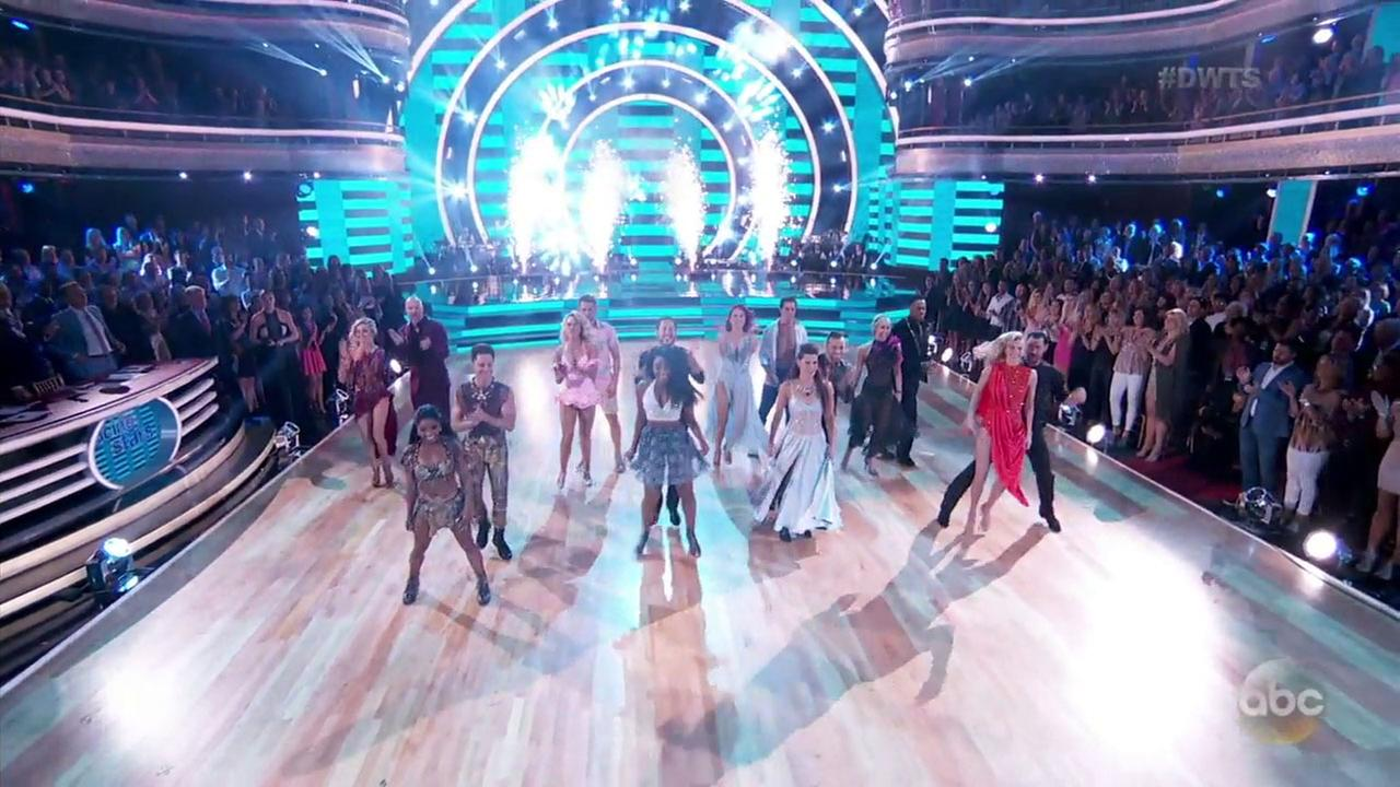 Dancing with the Stars pitted the remaining four men and four women against each other for a team dance-off to win extra points.