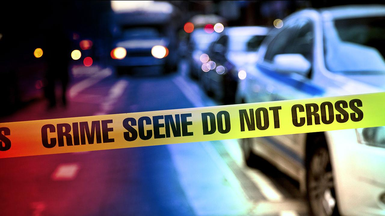 2 men stabbed in Canoga Park; search underway for suspect