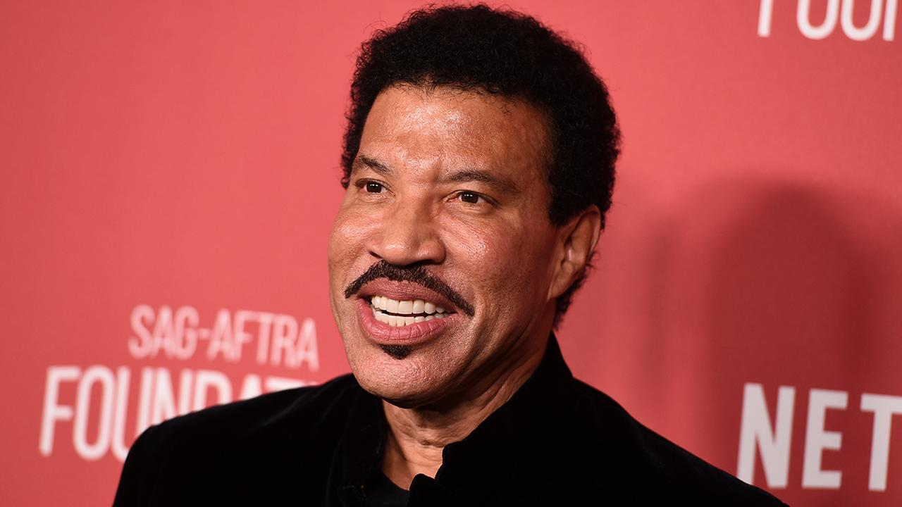 Lionel Richie arrives at the 2017 Patron of the Artists Awards at the Wallis Annenberg Center for the Performing Arts on Thursday, Nov. 9, 2017 in Beverly Hills, Calif.