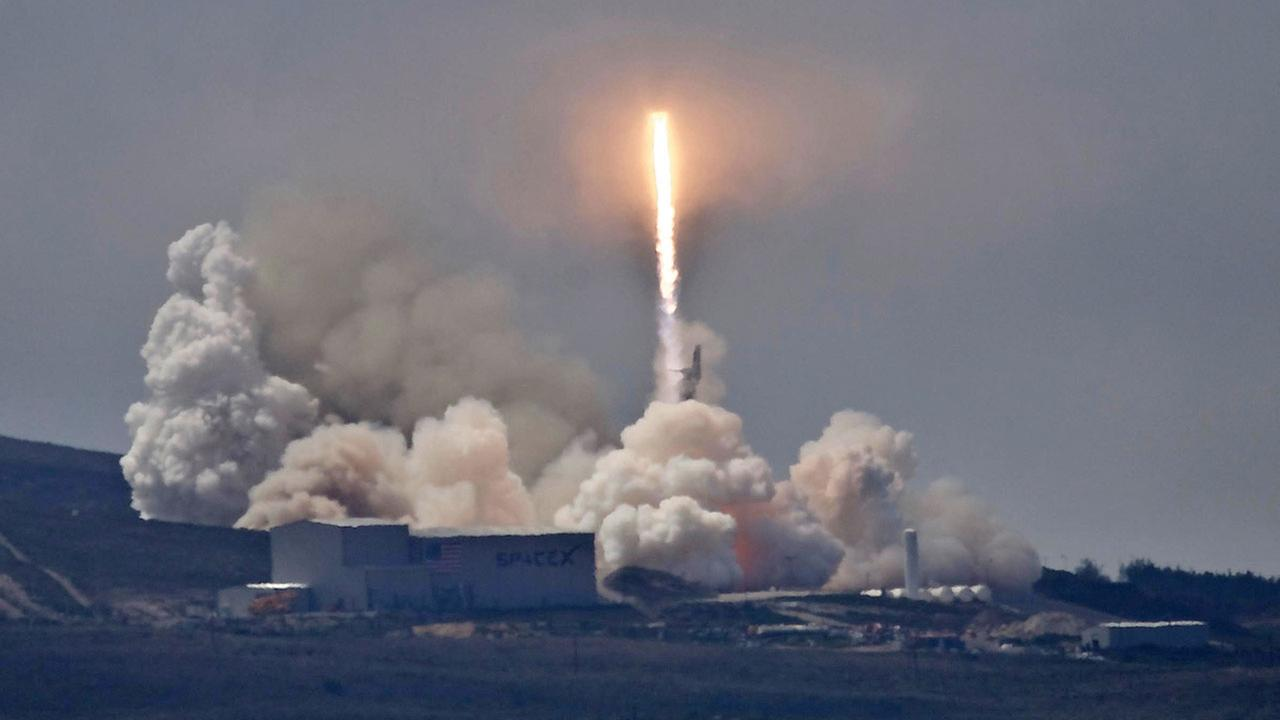 A SpaceX Falcon 9 rocket carrying the Formosat-5 satellite lifts off from Vandenberg Air Force Base, Calif. on Thursday, Aug. 24, 2017.