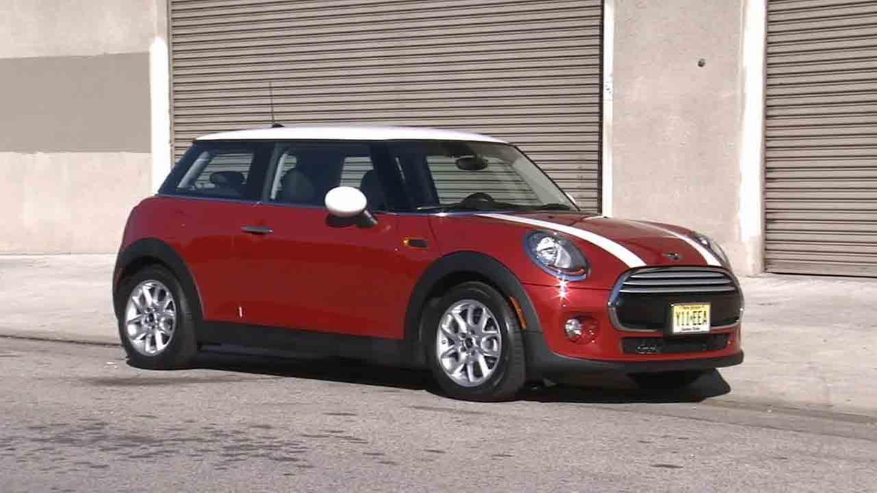 The 2015 model year Mini Cooper boasts several updated features, but the iconic British classic did not lose its distinctive characteristics.
