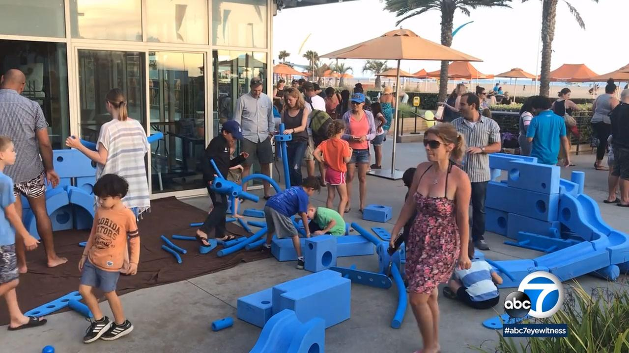 Scores of residents packed a dinner and headed to the beach in Santa Monica for the 6th Annual Community Picnic at the Annenberg Beach House.