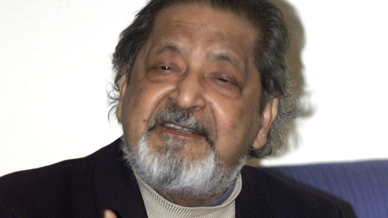 Literature Nobel laureate 2001 British writer V.S. Naipaul speaks with the media upon his arrival at Stockholms airport on Thursday, Dec. 6, 2001.