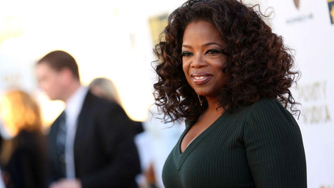 Oprah Winfrey is considering teaming with David Geffen and Larry Ellison to make a bid to buy the Los Angeles Clippers, sources tell ESPN.