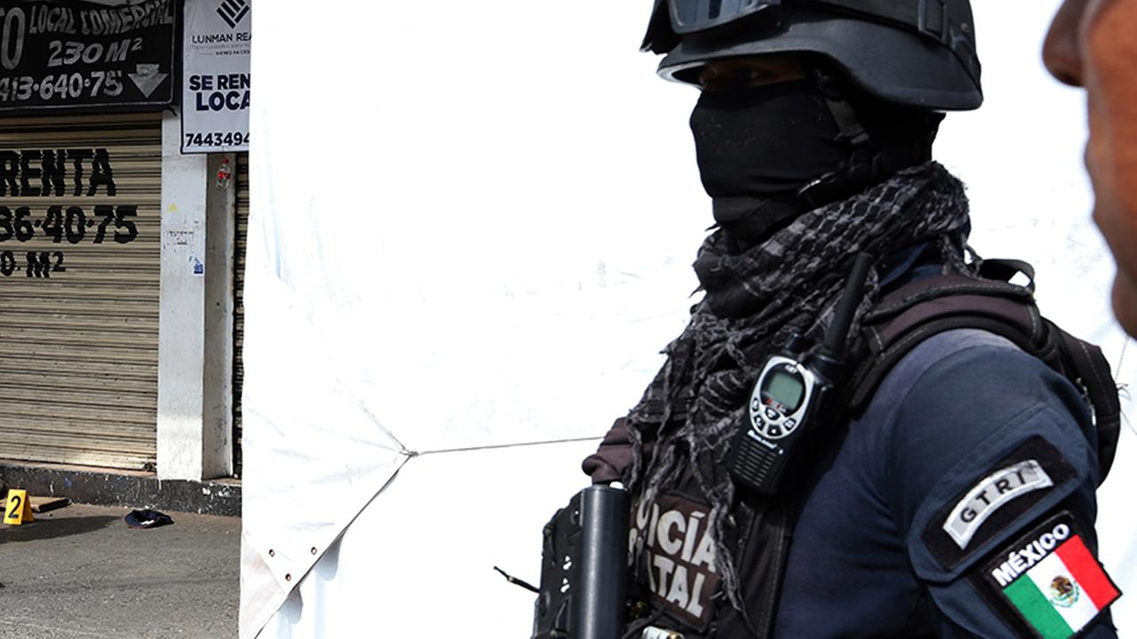 Mexico fires morgue director in corpse scandal