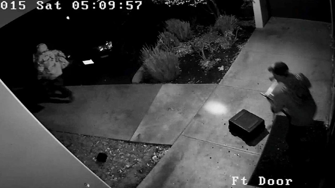 Sheriffs deputies are asking for the publics help in identifying a pair of burglary suspects who were caught on camera breaking into a drone business in Westlake Village.