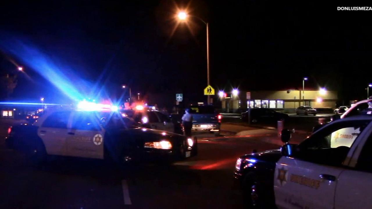 Los Angeles County sheriffs deputies respond to a shooting in the parking lot of Sky Burgers in the 1800 block of East Palmdale Boulevard in Palmdale Tuesday, March 31, 2015.
