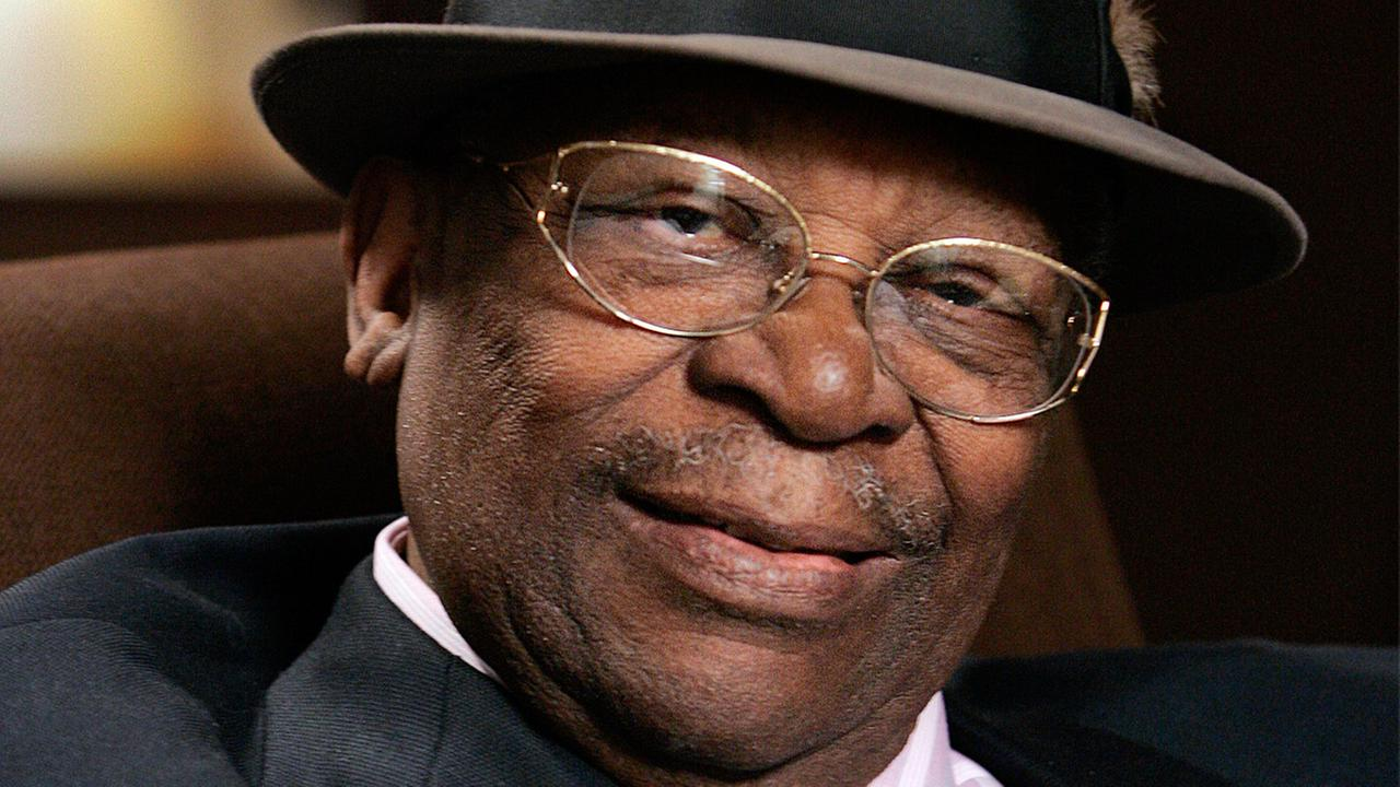 In this Aug. 27, 2008 photo, blues legend B.B. King poses during an interview in Los Angeles.