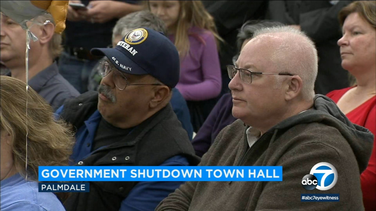 Federal workers and union leaders expressed worries about making ends meet during the government shutdown at a town hall in Palmdale held by Rep. Katie Hill.
