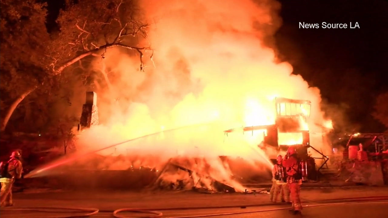 Santa Clarita restaurant bursts into flames
