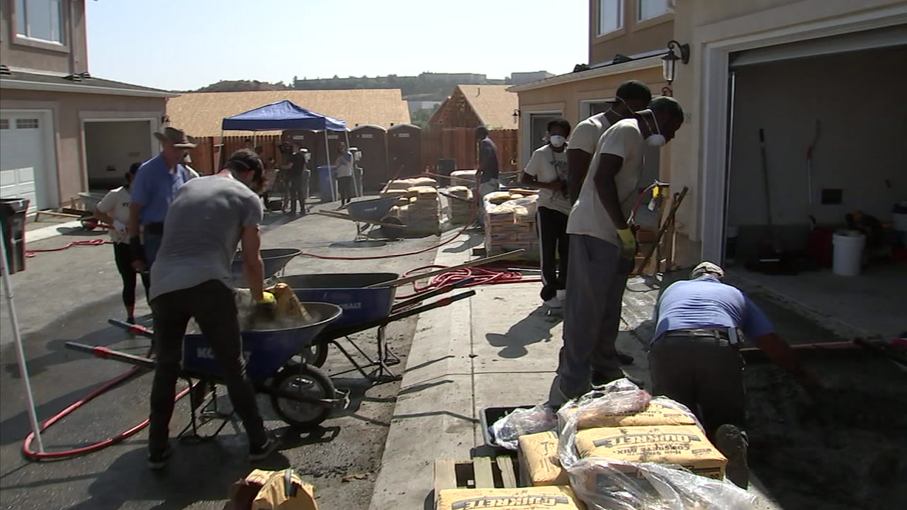 More than a dozen local veterans and their families will soon have new homes in Santa Clarita, thanks to the second annual Celebs 4 Vets event.