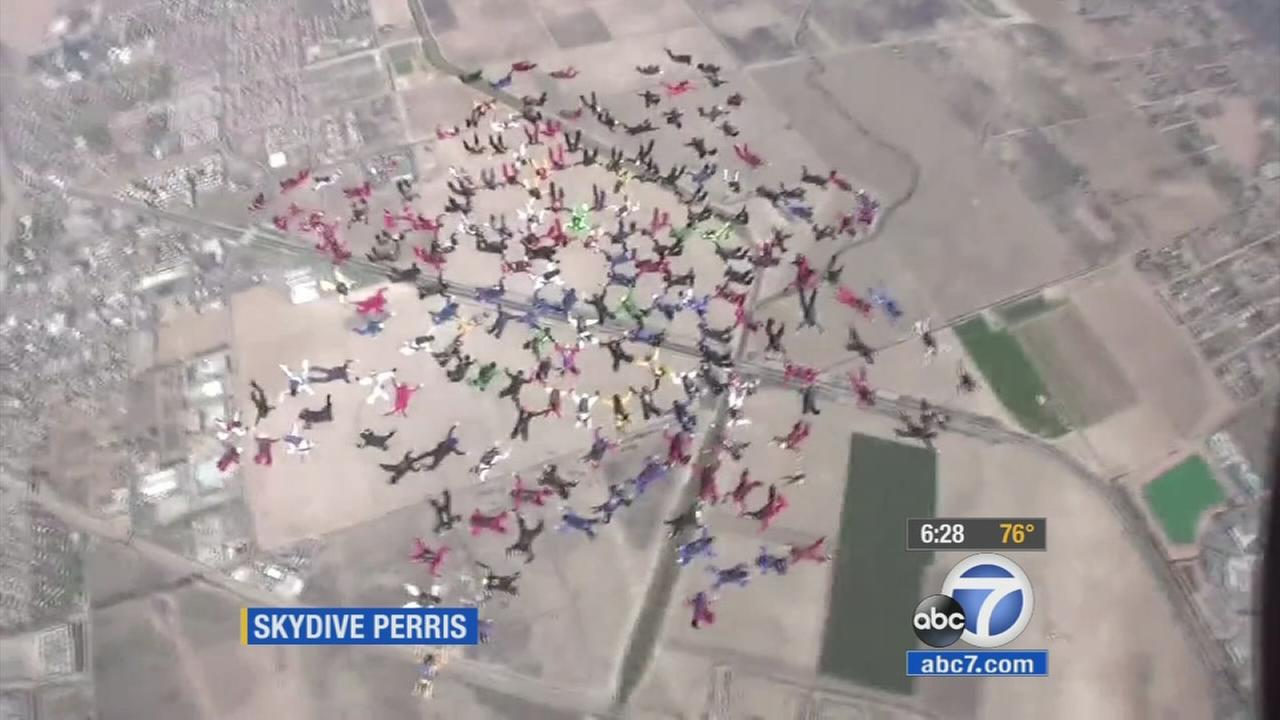 Hundreds of skydivers set record in Perris