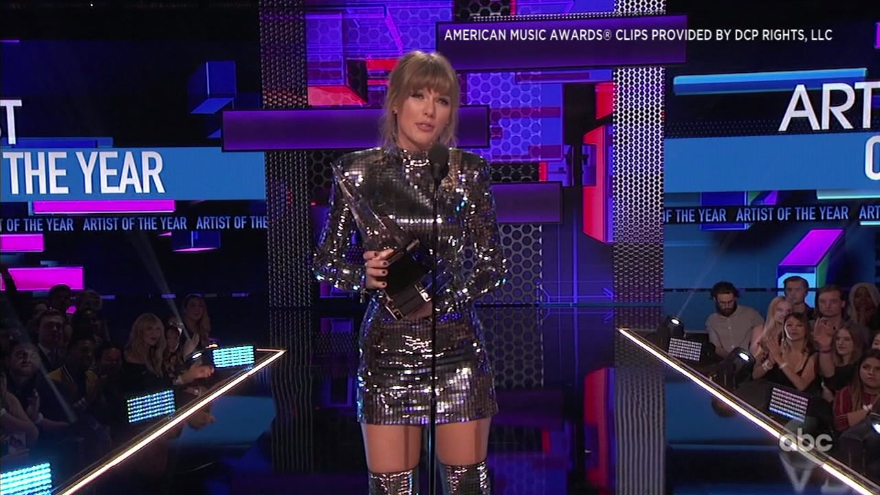 After an explosive performance, Taylor Swift became the female artist with the most wins in AMA history.
