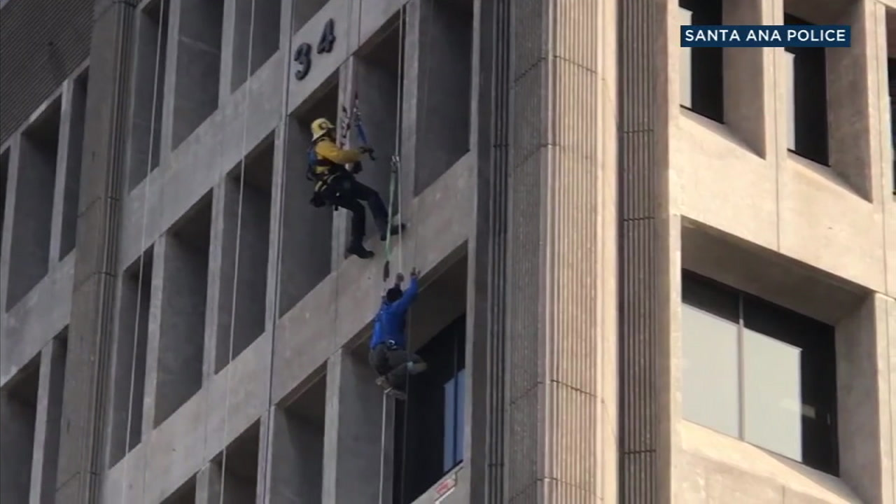 A technical rescuer saves a construction worker dangling from a Santa Ana federal building on Tuesday, Oct. 23, 2018.