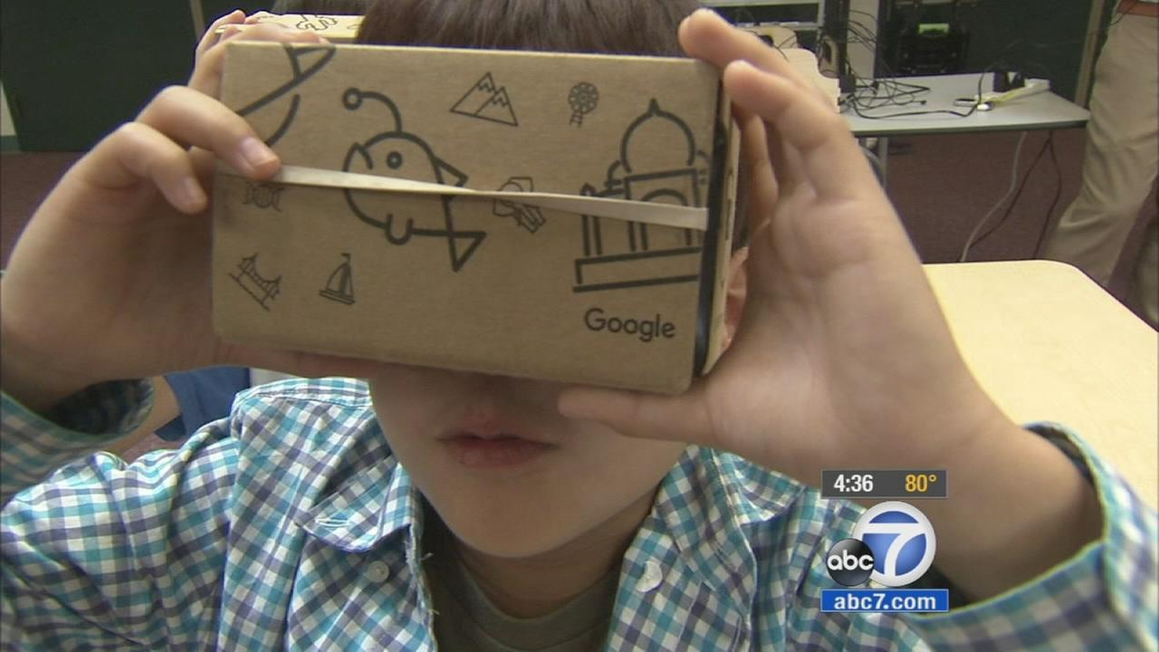 A student in the Irvine Unified School District experiments with Google Expeditions on Monday, Oct. 26, 2015.