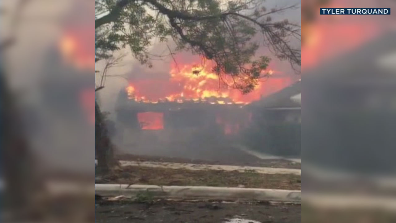 Shocking video shows home after home fully engulfed in flames by the massive Woolsey Fire in a Calabasas neighborhood.