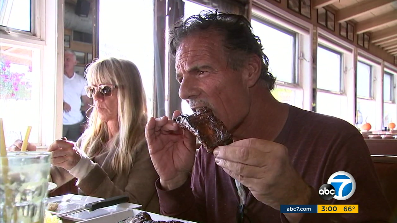The Beach Cafe in Malibu offered up free Thanksgiving meals to thank firefighters, law enforcement and community members who endured the Woolsey Fire.