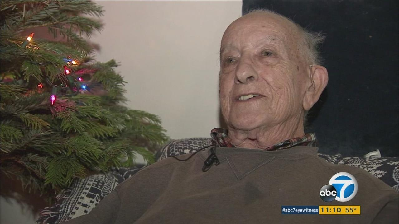 LAPD officers surprise WWII veteran with Christmas spirit