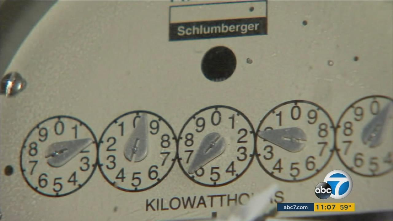 A kilowatt reader is shown in an undated photo.