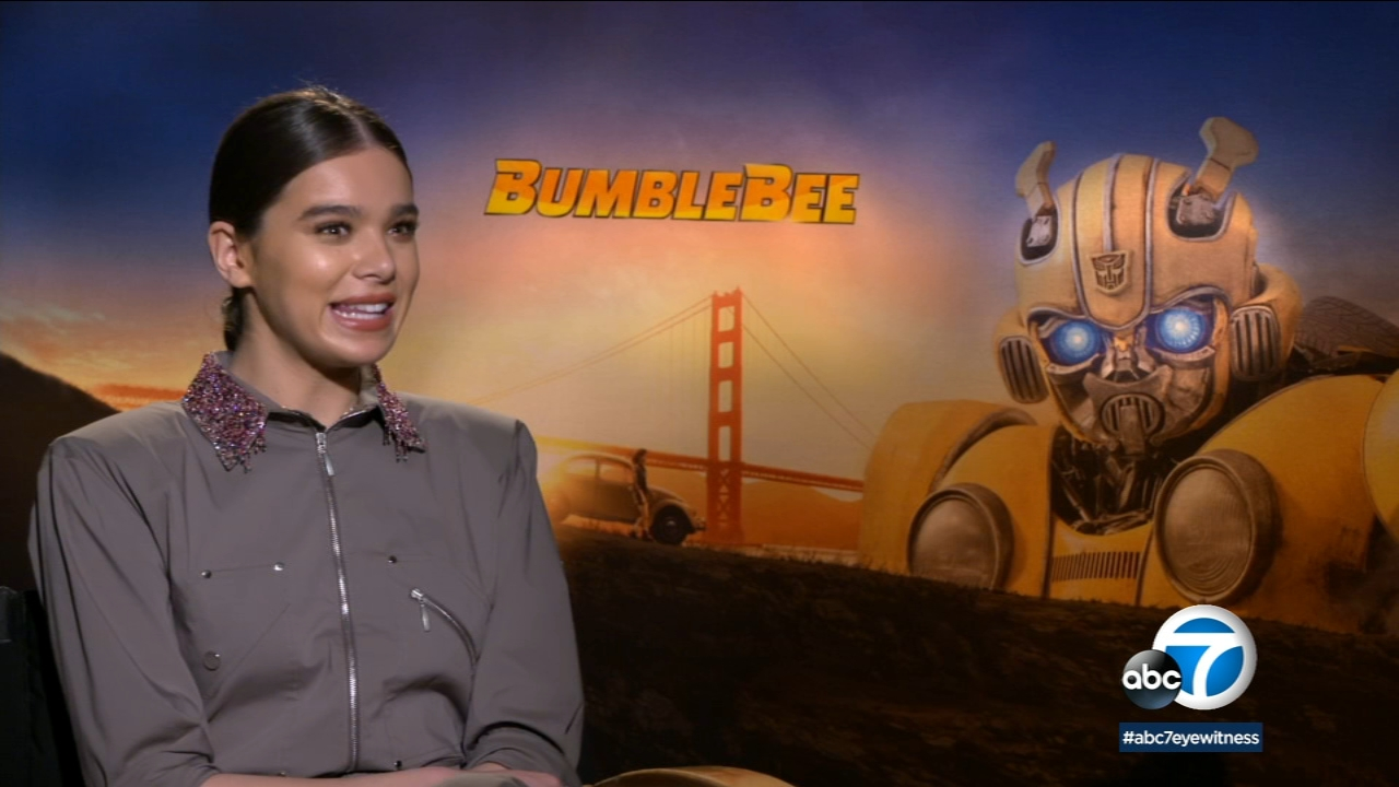 An unlikely friendship is at the heart of the new film Bumblebee starring Hailee Steinfeld.