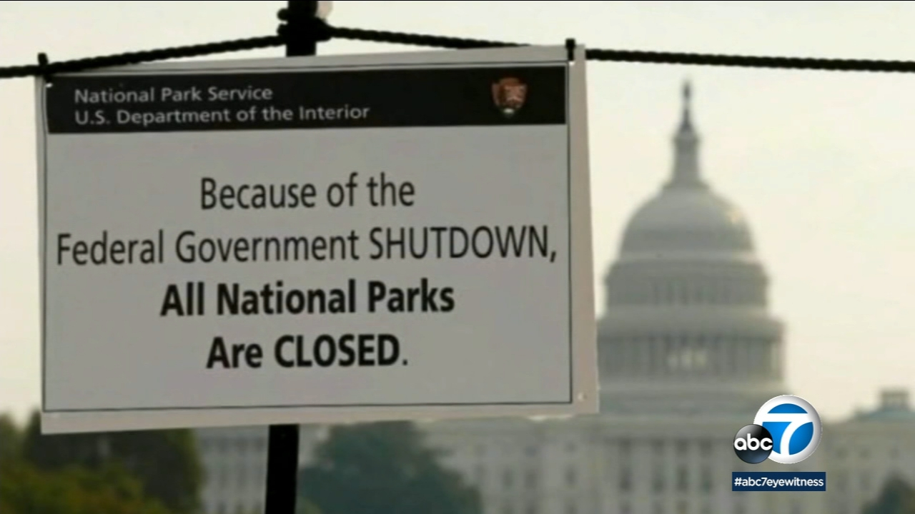 A sign explains that national parks are closed amid a partial government shutdown on Wednesday, Dec. 26, 2018.