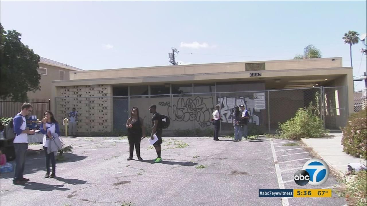 A long-abandoned Hyde Park library building should be turned into a youth center, advocates say.