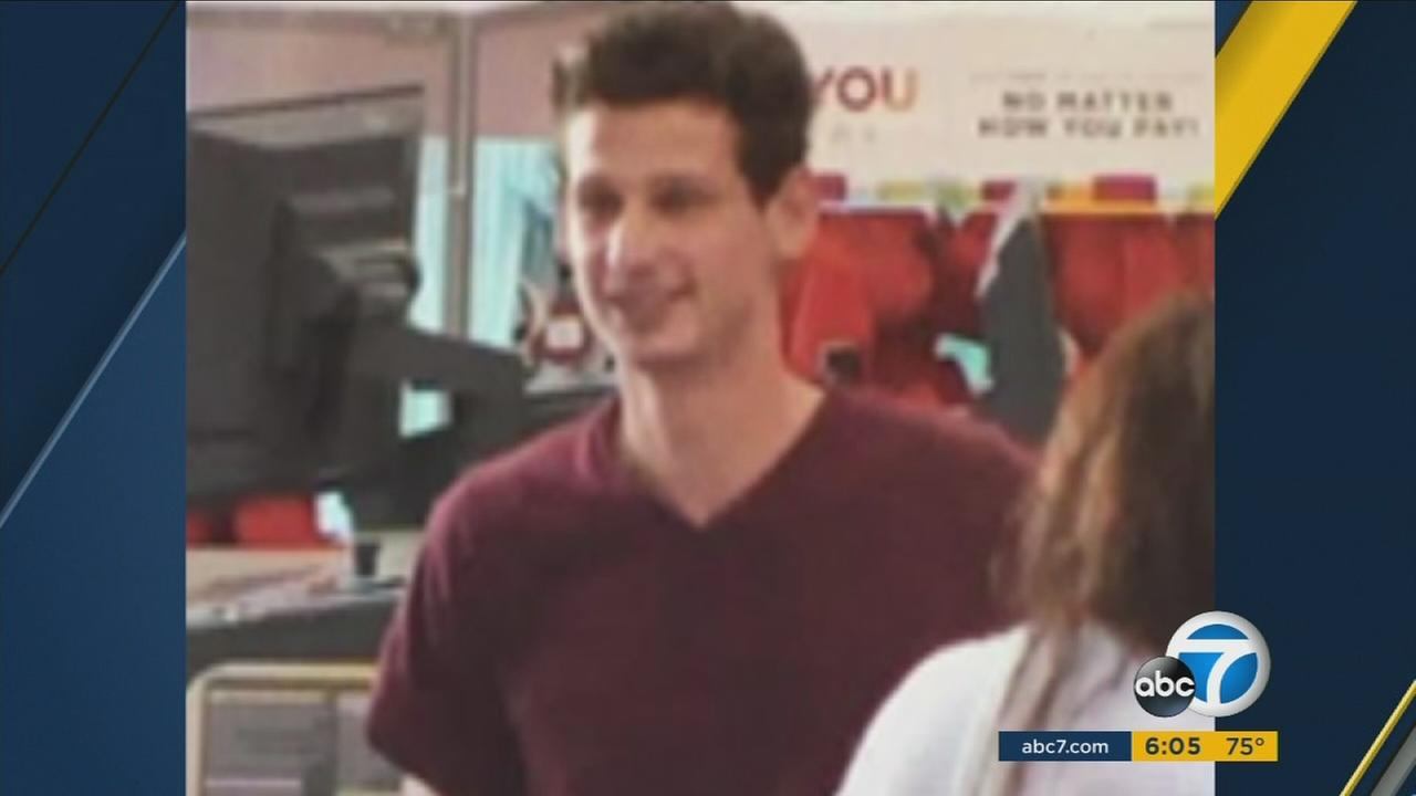 A thief posing as a Good Samaritan snatched an elderly womans purse in Santa Ana on Wednesday, Aug. 10, according to police.