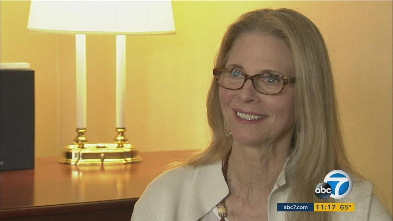 Lindsay Wagner, the actress who played the Bionic Woman, talks about how MMS helped cure her severe hives condition.