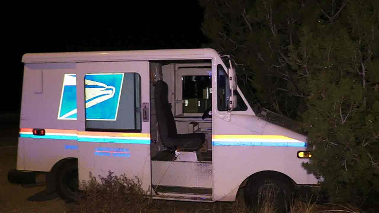 Acton Post Office Thieves Steal Mail Trucks Lead Deputies On Chase Abc7