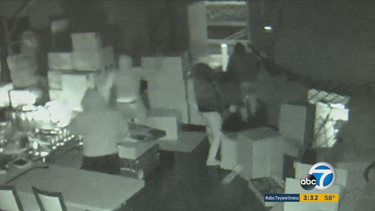 A group of brazen thieves smashed a van into an Orange County high-end computer business and made off with nearly $300,000 in equipment in just six minutes.