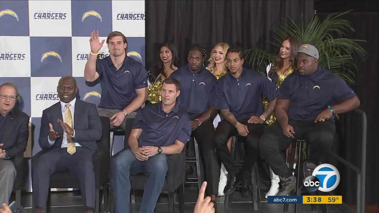 After announcing their move from San Diego, the Los Angeles Chargers met their new host city and were greeted by a big group of fans on Wednesday in Inglewood.