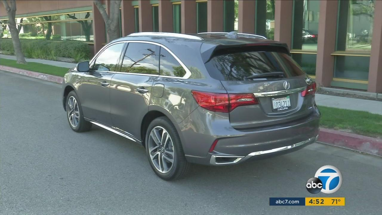 Acura is updating its popular MDX SUV to a hybrid model, adding efficiency and power while keeping the change low-key.