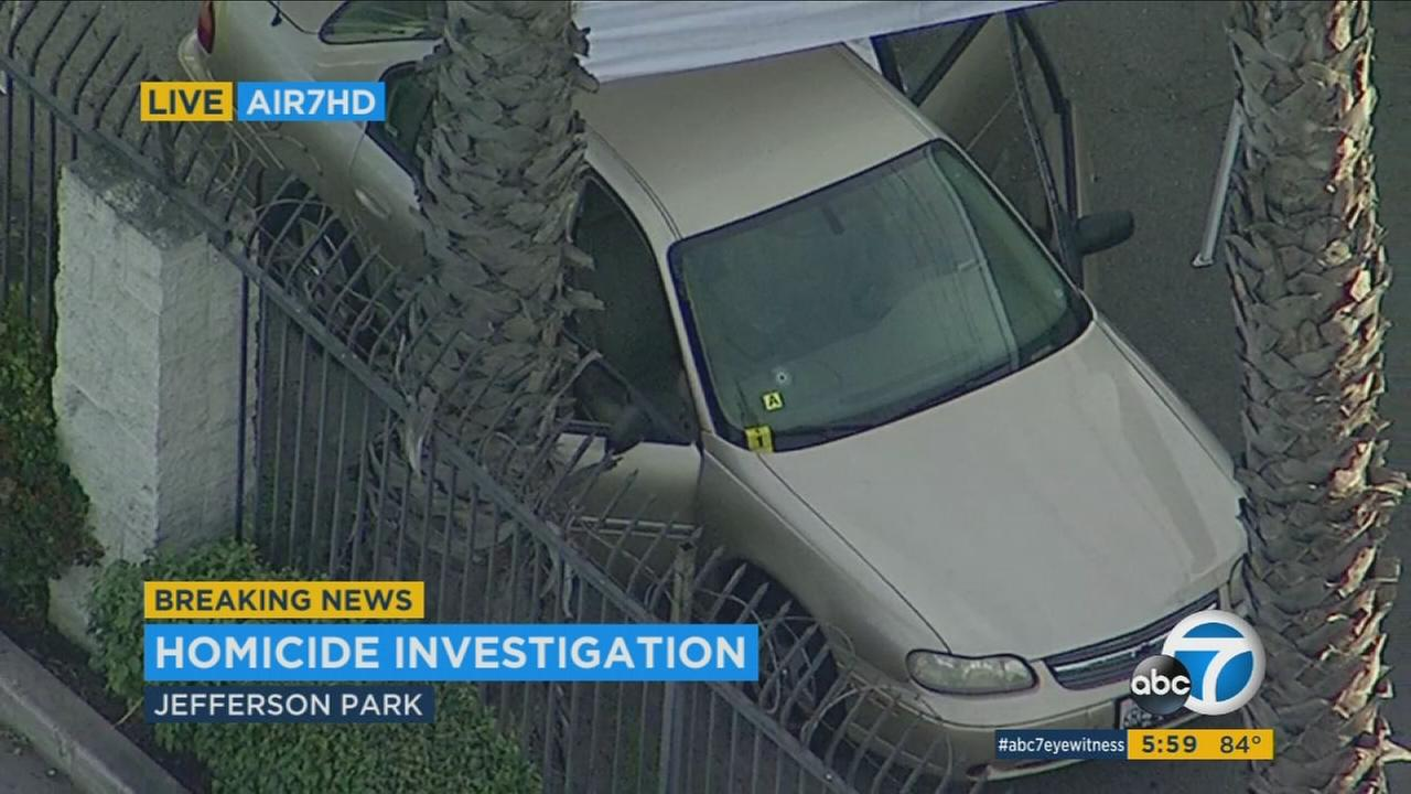 Los Angeles police are seeking a suspect in the shooting death of an unidentified individual in Jefferson Park.