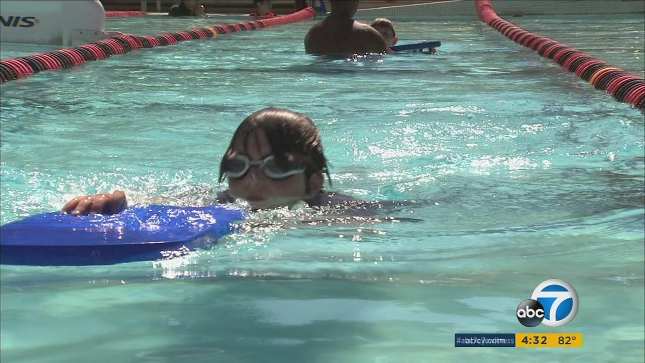 Southland kids are hitting local pools as a heatwave marks the start of summer.