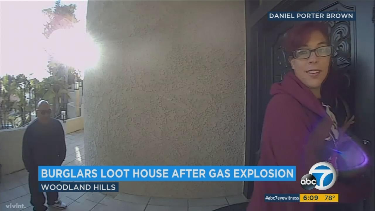 Burglars caught on camera as they break into a Woodland Hills home that was damaged by a fire.
