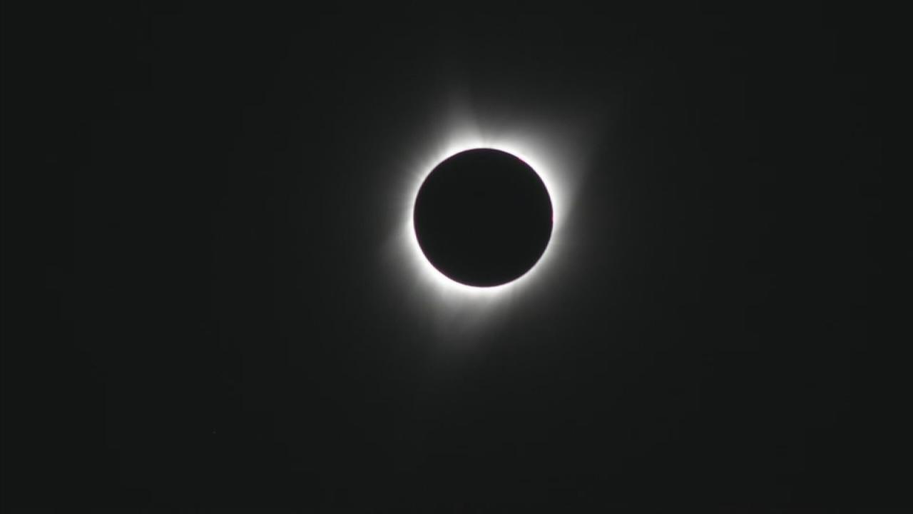 ABC7s Greg Lee captured the zenith of the total solar eclipse in Warm Springs, Oregon, on Monday, Aug. 21, 2017.