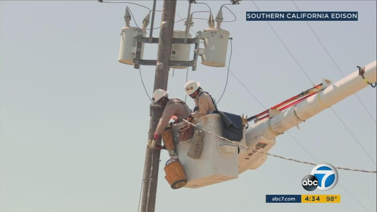 Crews with Southern California Edison were repairing broken power lines amid a heat wave that remains over the Southland on Friday, Sept. 1, 2017.