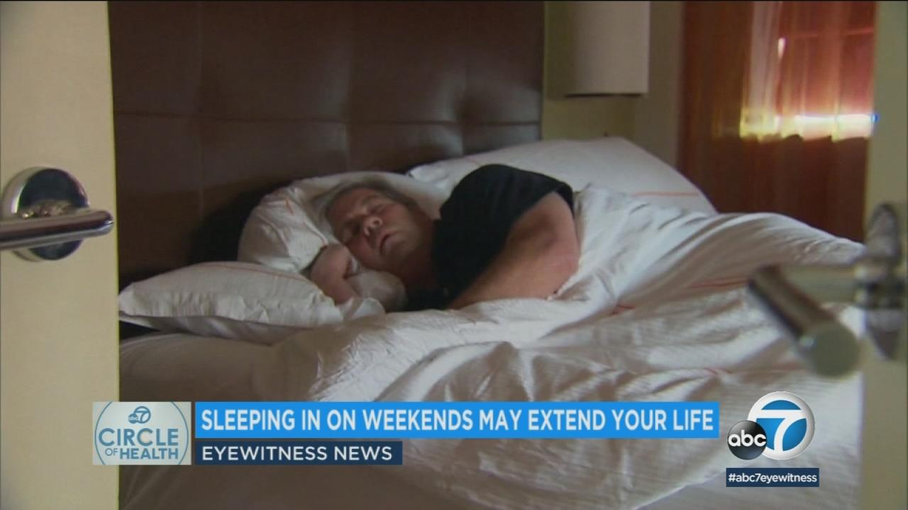 Research finds people catching up on lost sleep on weekends had the same mortality rate as people who got seven hours of sleep each night.