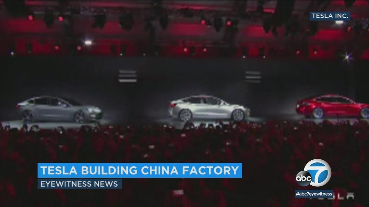 Tesla will build its first factory outside of the United States in Shanghai, China under an agreement signed Tuesday.