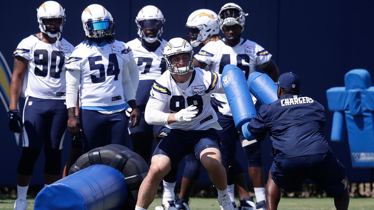 Los Angeles Chargers Joey Bosa works out during practice at the NFL football teams minicamp Thursday, June 14, 2018, in Costa Mesa, Calif.