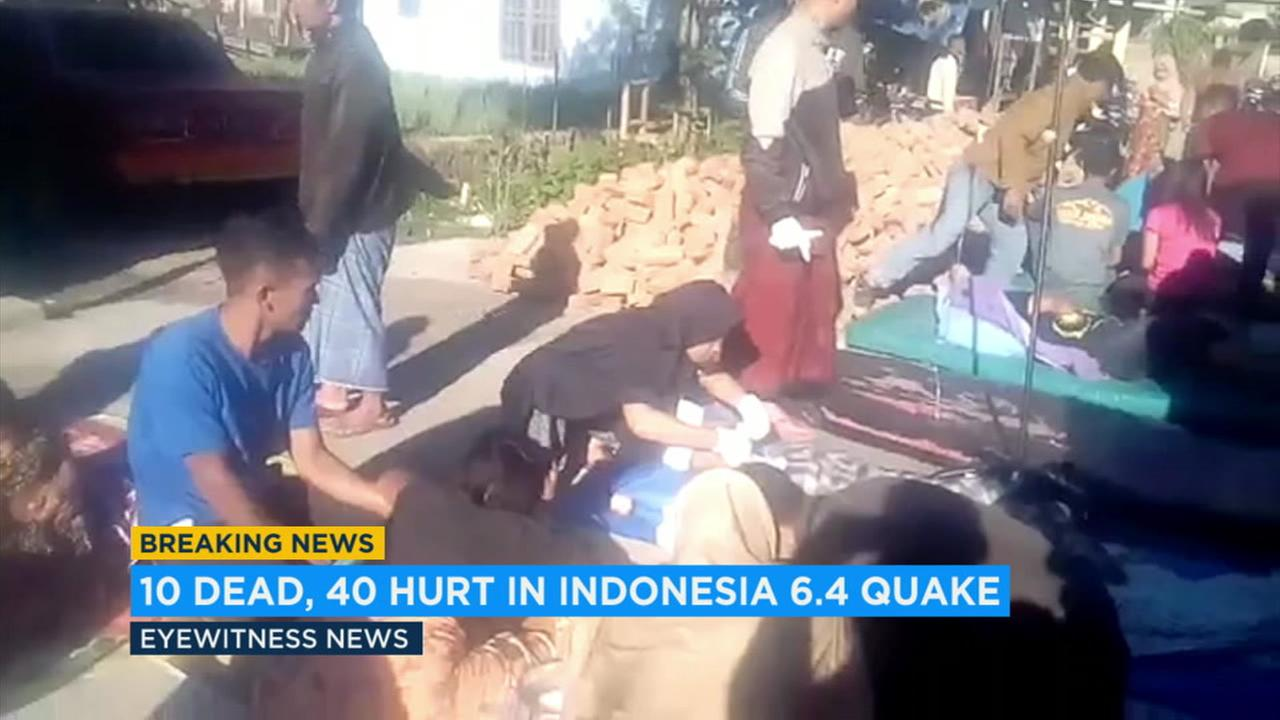 Victims provided aide after a deadly earthquake in Indonesia on Saturday, July 28, 2018.